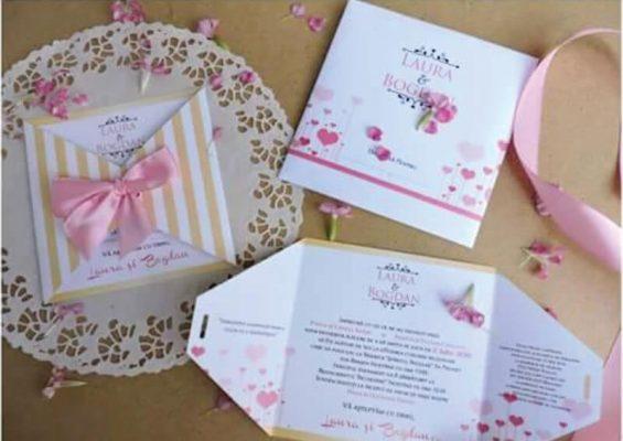 Invitatie nunta cu inimioare si fundita