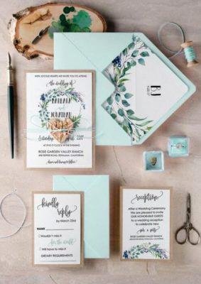 Invitatie nunta florala - carton maro si plic albastru