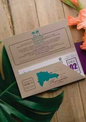 Invitatie nunta tip bilet avion - carton maro